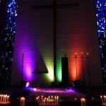 Der Altarraum ganz in Farbe